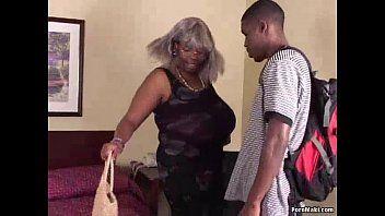 BBW Dark Granny ha grandi migliotti