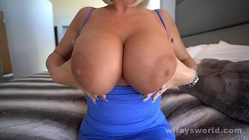 Banging the hawt milf nextdoor and cumming in her throat