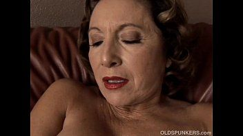 Beautiful granny with admirable large milk shakes bonks her wet slit for u